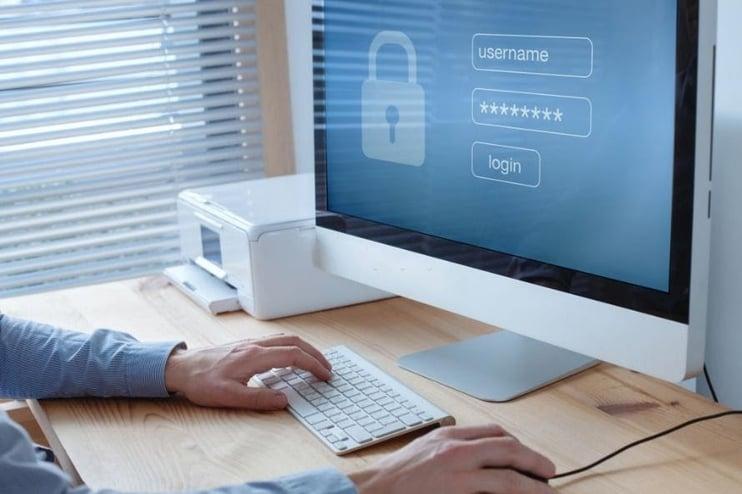 Consolide el acceso y monitoreo de sistemas